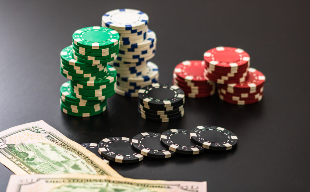 Why Some Folks Nearly All the time Make/Save Money With Online Casino